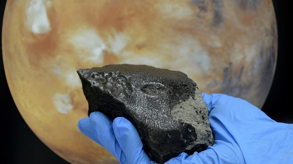 Meet Black Beauty, the Wettest Martian Rock