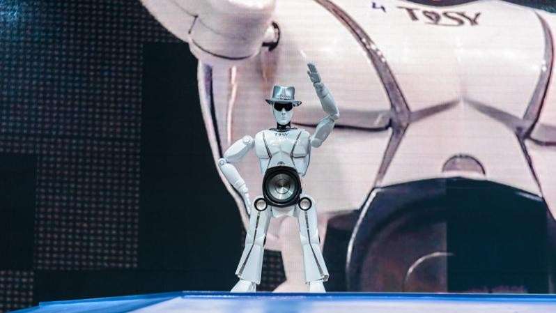 Letter from CES: Here's a Dancing, Fedora-Wearing Speakerbot