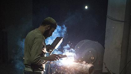 Een kijkje in de doe-het-zelf-wapenfabrieken in Syrië