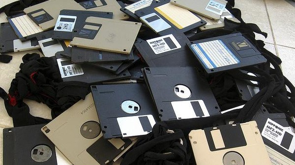 The Floppy Disk Museum: XFR STN Is a Fantastic Project to Preserve Proto-Digital Art