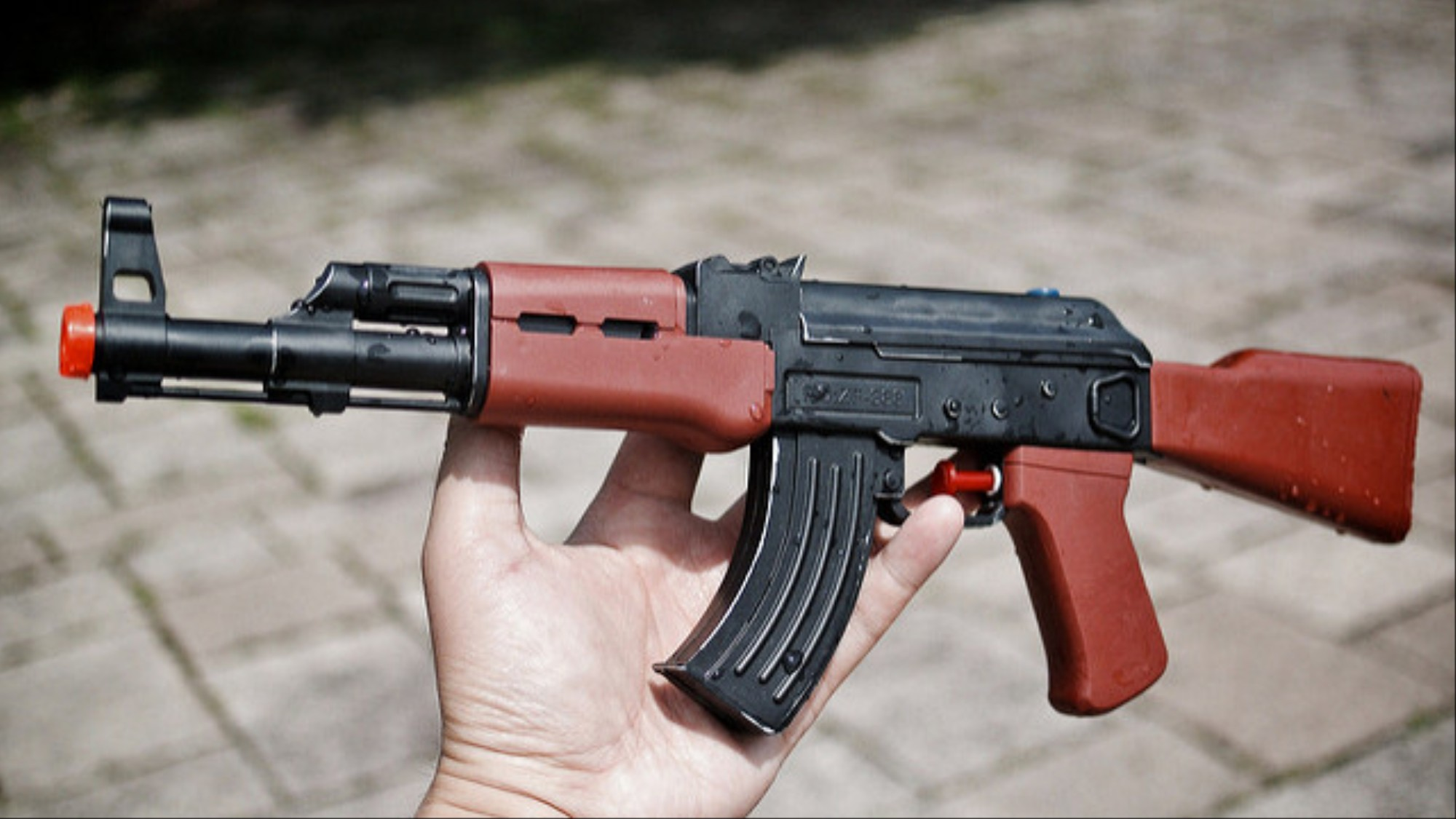 TV Journalists Try Buying AK-47 on Dark Web, Fail - VICE