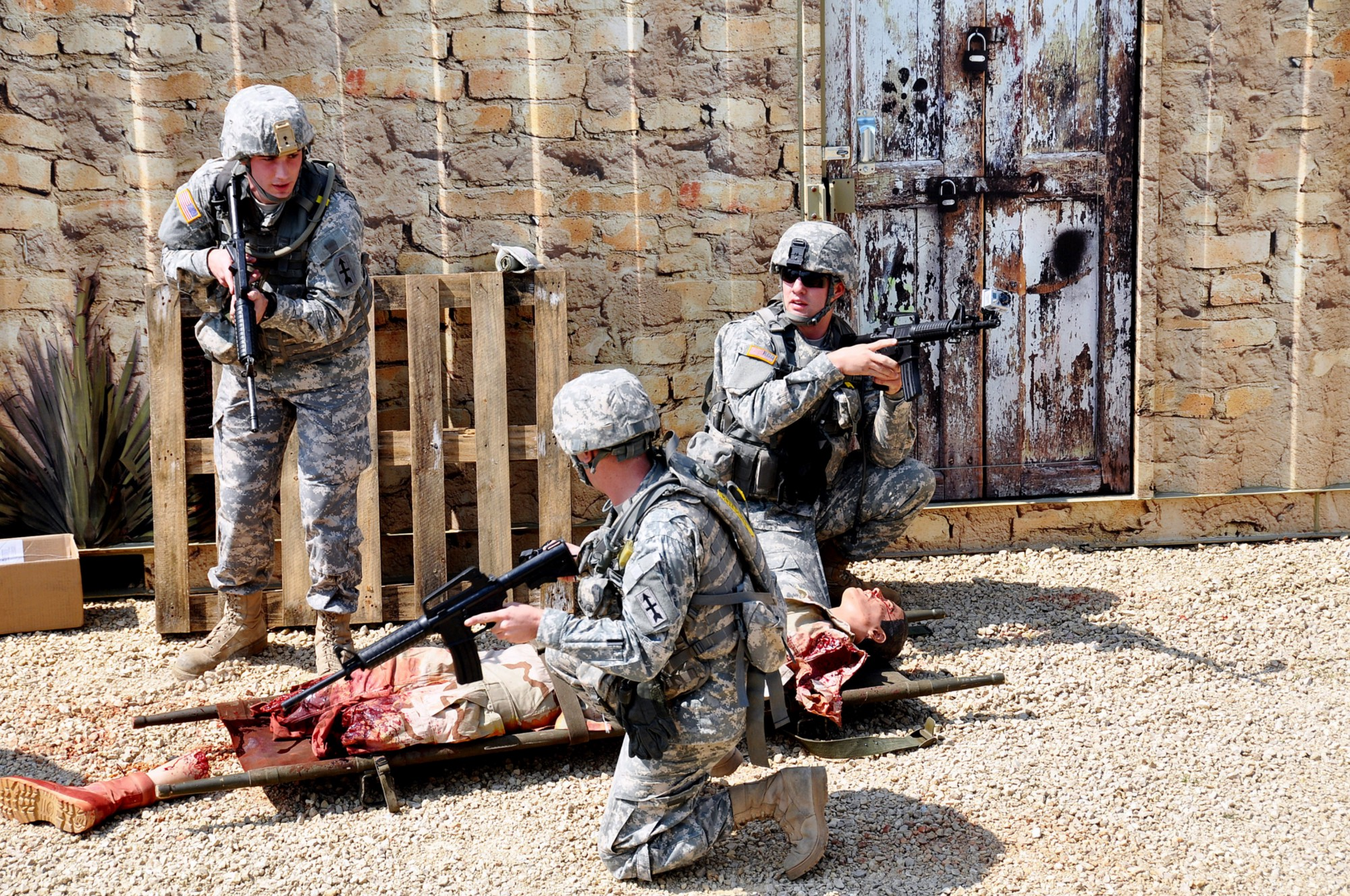 combat medics The combat lifesaver is a bridge between self aid or buddy aid, and the combat medic (68w) the combat lifesaver can augment the combat medic, as needed the 68w trains the combat lifesaver.